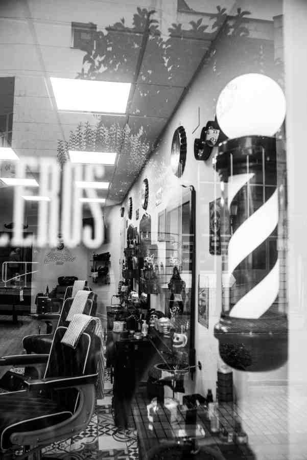 Vista de la barbería de Barakaldo desde el exterior
