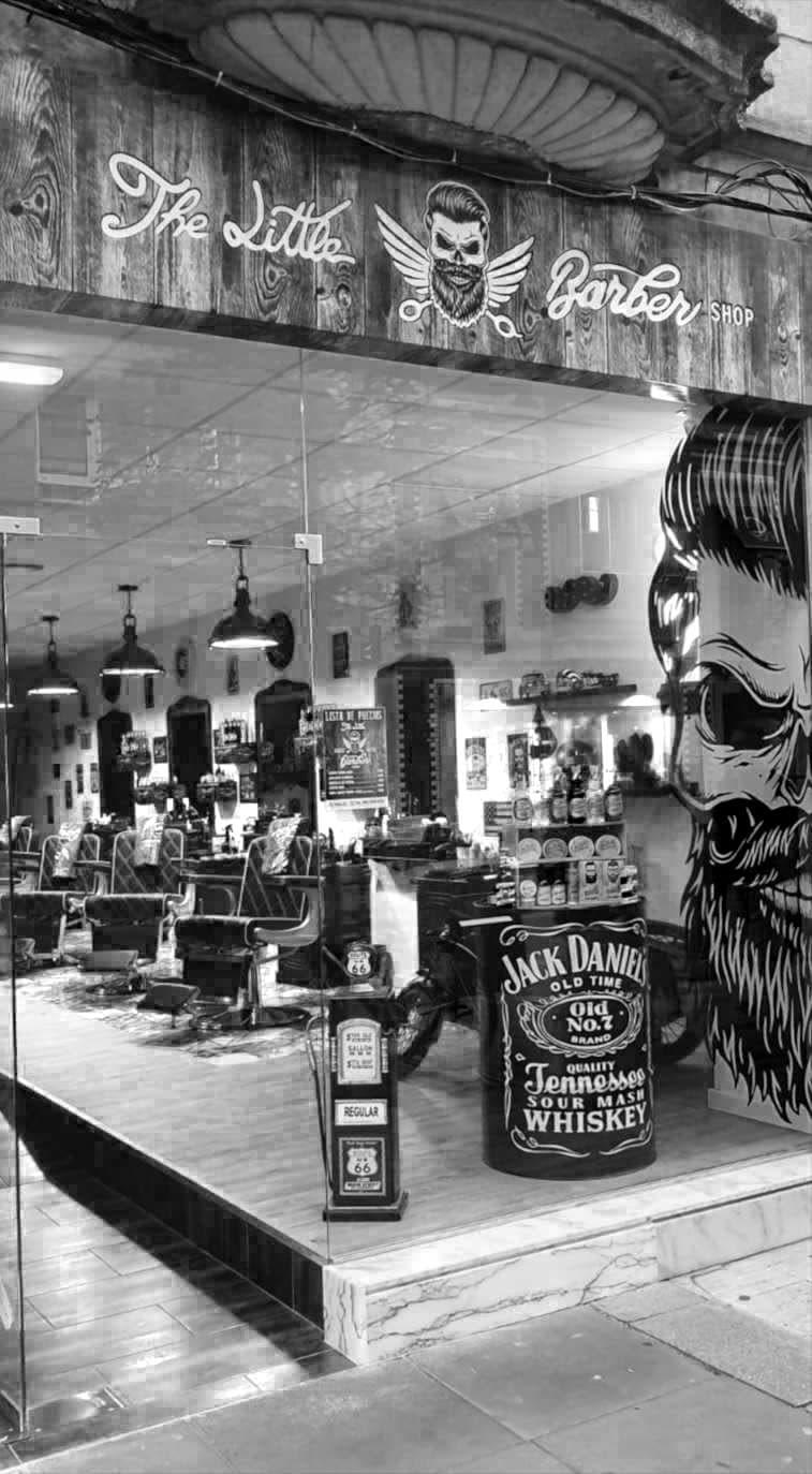 Exterior barbería The Little Barber Shop Gijón